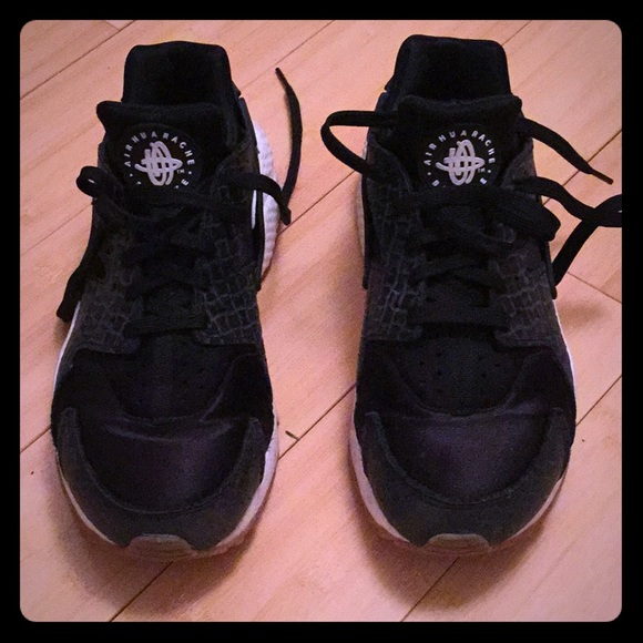 sneakers for cheap 021fa b02c8 Nike Air Huarache Run premium Black Sail sz 10 Wm.  M 5af4f6b45512fd93a9631f7a